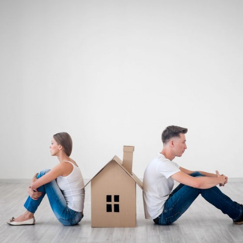 What to Know About Selling A House While Getting Divorced
