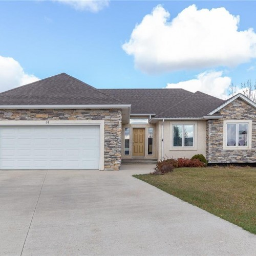 Cover Property - 14 Parkwood Cove, Steinbach